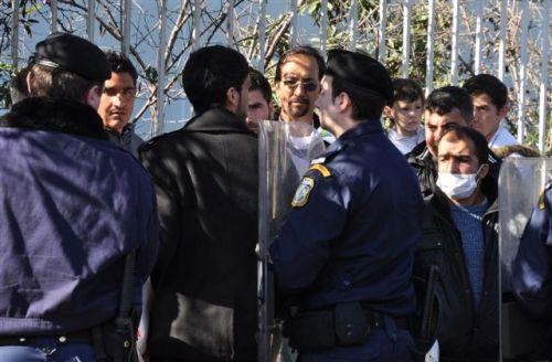 Greek riot police kettle protestors